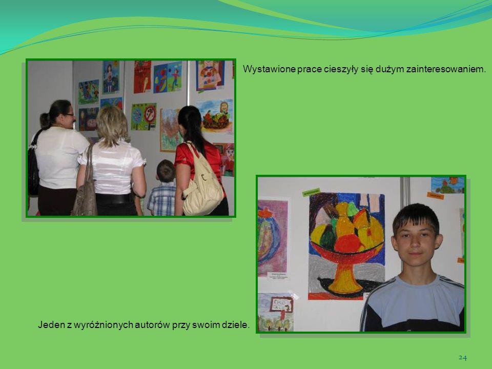 Wystawione prace cieszyły się dużym zainteresowaniem.