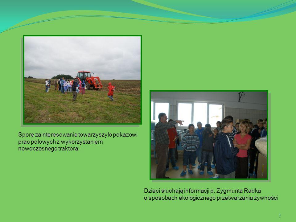 Spore zainteresowanie towarzyszyło pokazowi prac polowych z wykorzystaniem nowoczesnego traktora.