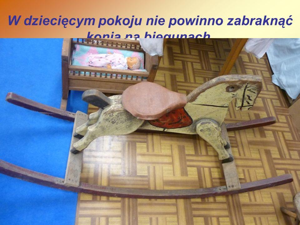 W dziecięcym pokoju nie powinno zabraknąć konia na biegunach.