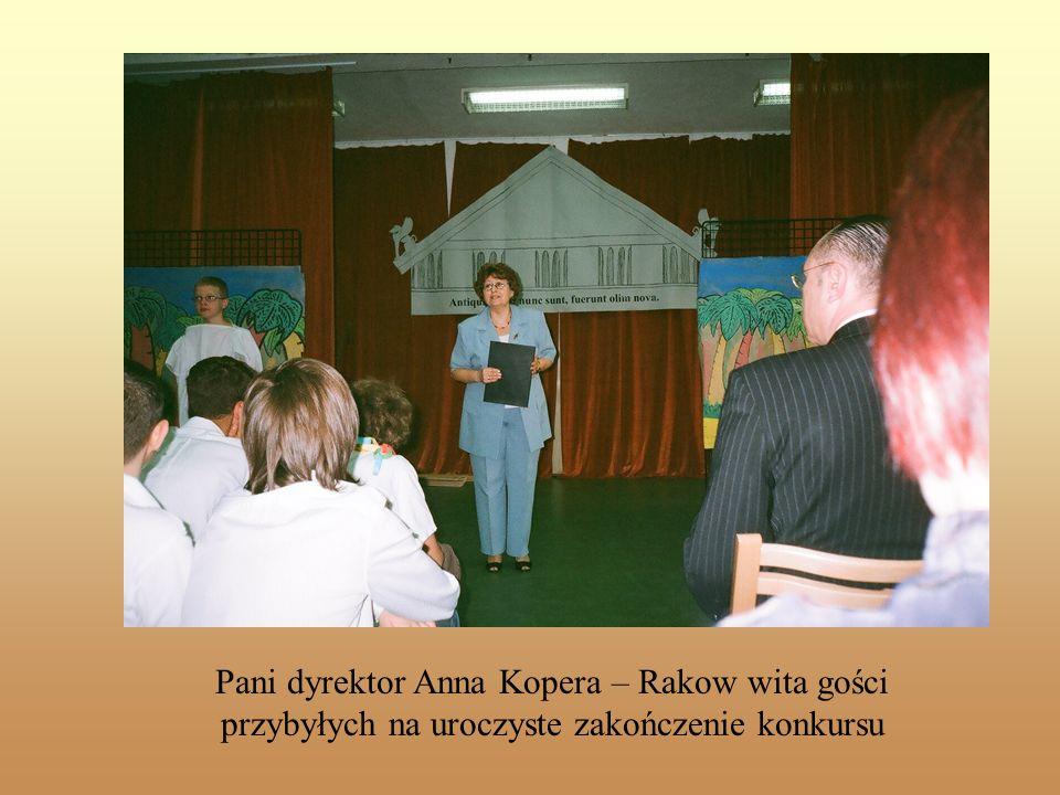 Slajd tytułowy Pani dyrektor Anna Kopera – Rakow wita gości przybyłych na uroczyste zakończenie konkursu.