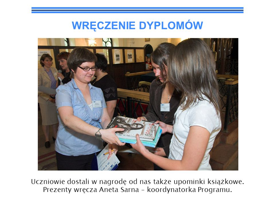 WRĘCZENIE DYPLOMÓW Uczniowie dostali w nagrodę od nas także upominki książkowe.