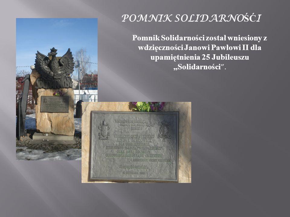 """POMNIK SOLIDARNOŚĆI Pomnik Solidarności został wniesiony z wdzięczności Janowi Pawłowi II dla upamiętnienia 25 Jubileuszu """"Solidarności ."""