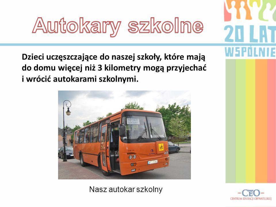 Autokary szkolne Dzieci uczęszczające do naszej szkoły, które mają do domu więcej niż 3 kilometry mogą przyjechać i wrócić autokarami szkolnymi.