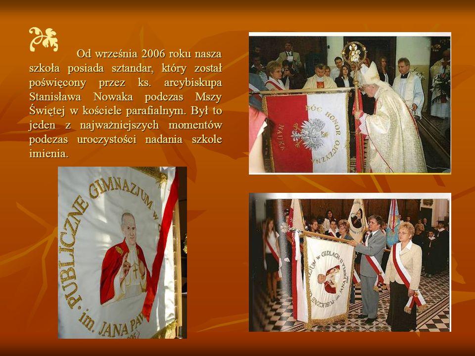 Od września 2006 roku nasza szkoła posiada sztandar, który został poświęcony przez ks.