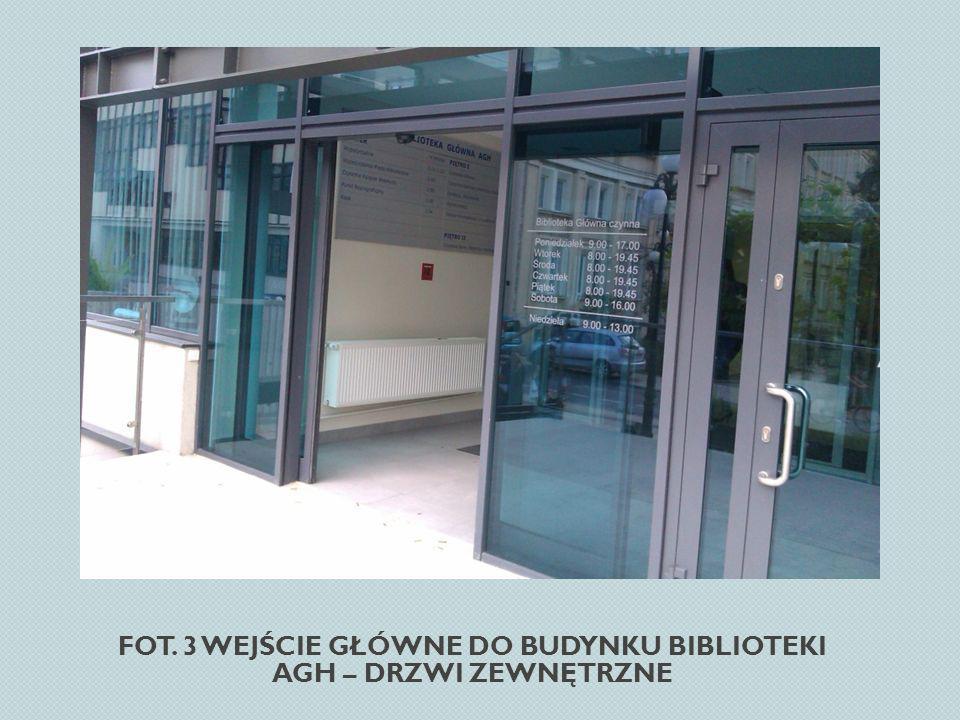 Fot. 3 Wejście główne do budynku Biblioteki AGH – drzwi zewnętrzne