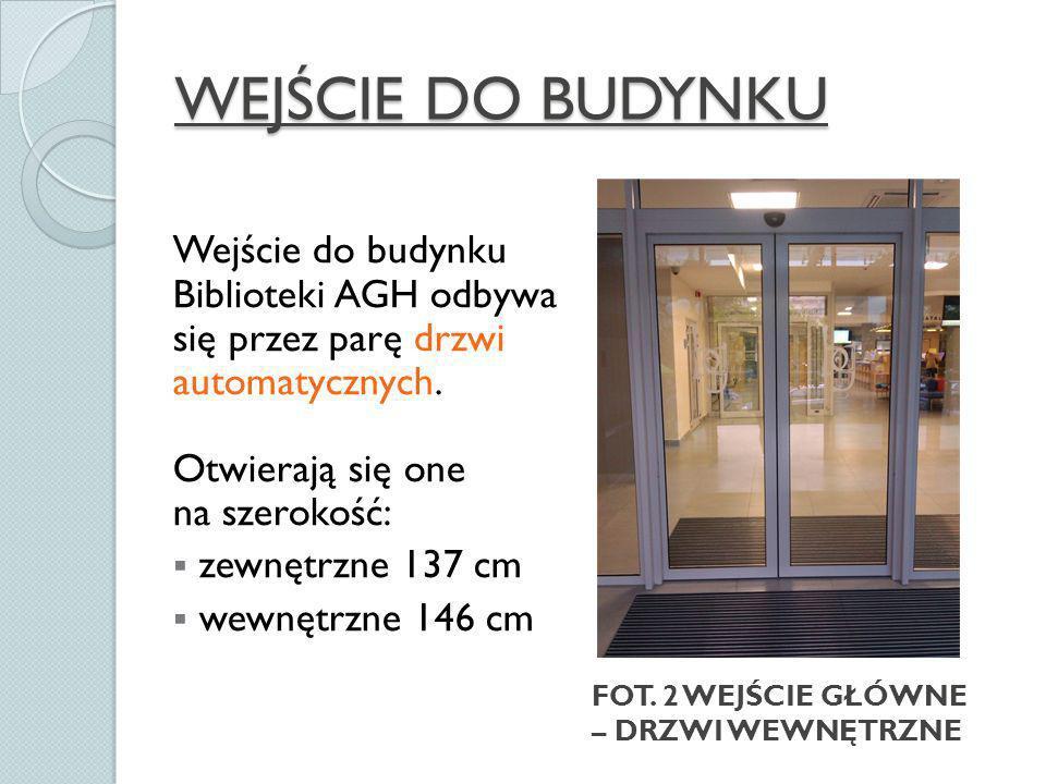WEJŚCIE DO BUDYNKU Wejście do budynku Biblioteki AGH odbywa się przez parę drzwi automatycznych.