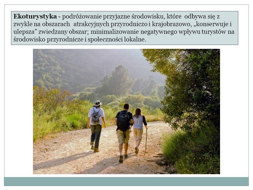 """Ekoturystyka - podróżowanie przyjazne środowisku, które odbywa się z zwykle na obszarach atrakcyjnych przyrodniczo i krajobrazowo, """"konserwuje i ulepsza zwiedzany obszar; minimalizowanie negatywnego wpływu turystów na środowisko przyrodnicze i społeczności lokalne."""