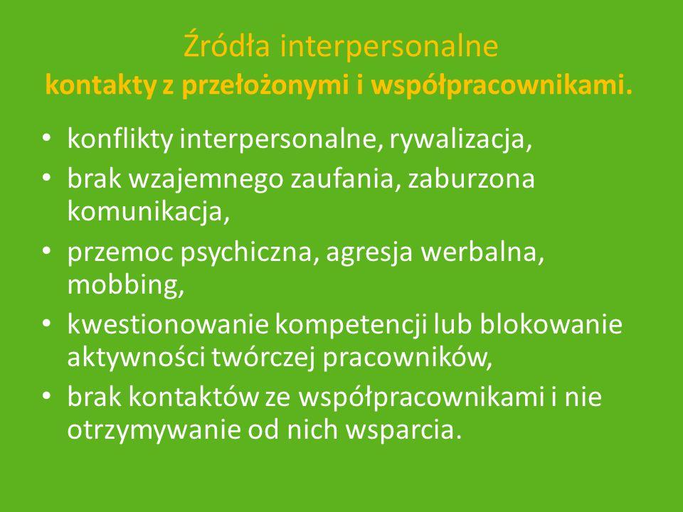 Źródła interpersonalne kontakty z przełożonymi i współpracownikami.