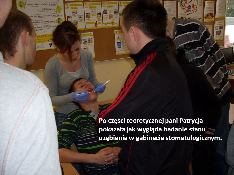Po części teoretycznej pani Patrycja pokazała jak wygląda badanie stanu uzębienia w gabinecie stomatologicznym.