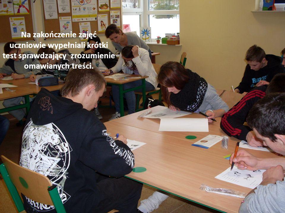 Na zakończenie zajęć uczniowie wypełniali krótki test sprawdzający zrozumienie omawianych treści.