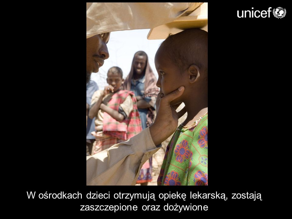W ośrodkach dzieci otrzymują opiekę lekarską, zostają zaszczepione oraz dożywione