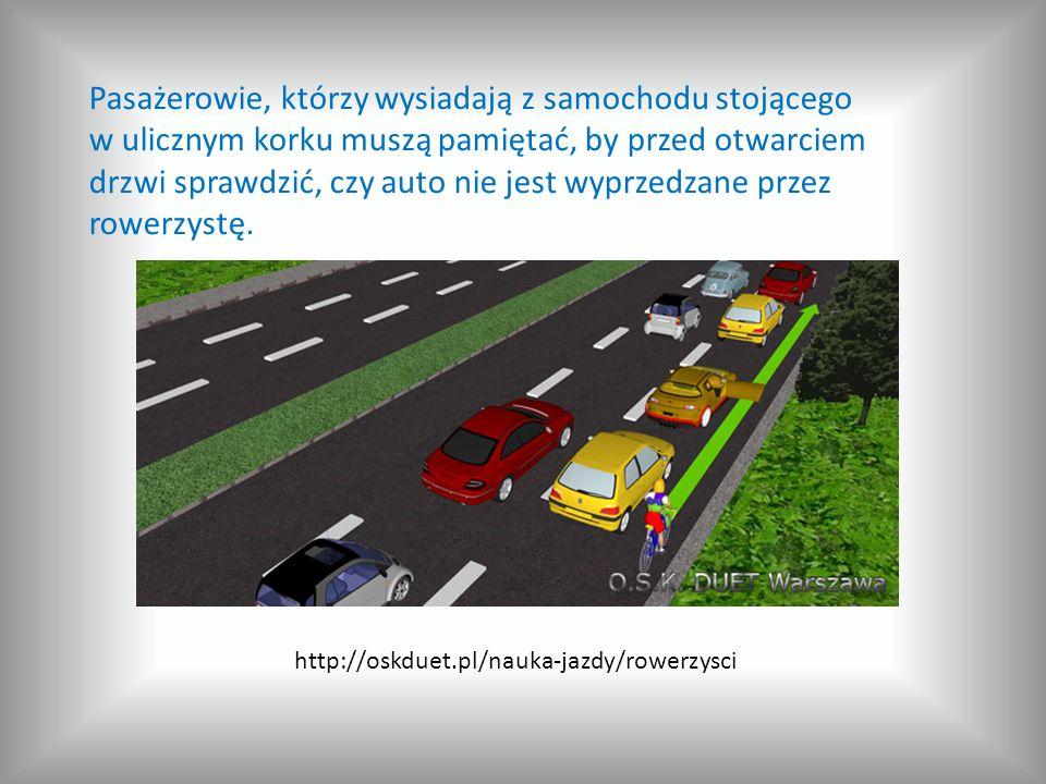 Pasażerowie, którzy wysiadają z samochodu stojącego w ulicznym korku muszą pamiętać, by przed otwarciem drzwi sprawdzić, czy auto nie jest wyprzedzane przez rowerzystę.