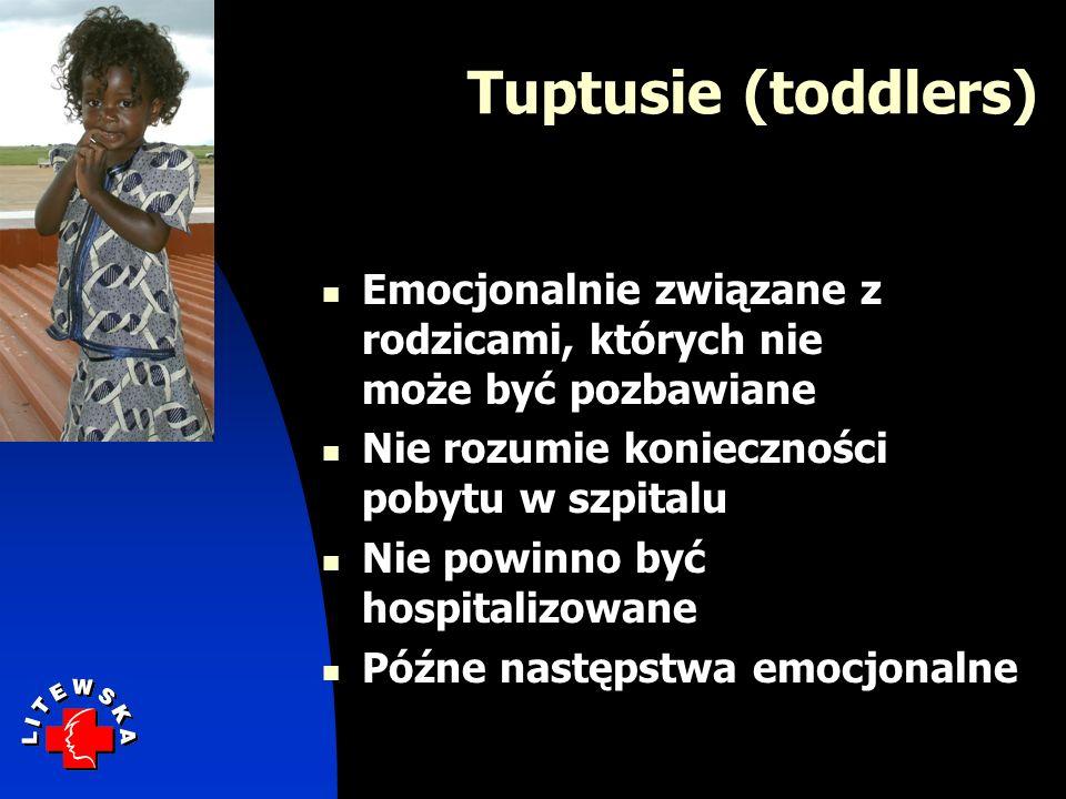 Tuptusie (toddlers) Emocjonalnie związane z rodzicami, których nie może być pozbawiane. Nie rozumie konieczności pobytu w szpitalu.