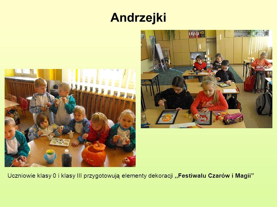 Andrzejki Uczniowie klasy 0 i klasy III przygotowują elementy dekoracji ,,Festiwalu Czarów i Magii