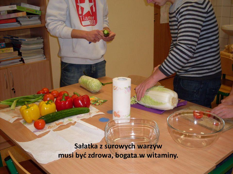 Sałatka z surowych warzyw musi być zdrowa, bogata w witaminy.