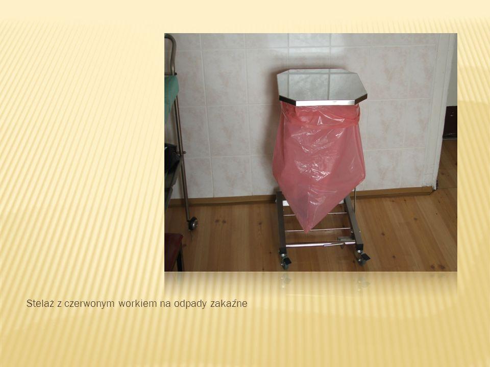 Stelaż z czerwonym workiem na odpady zakaźne