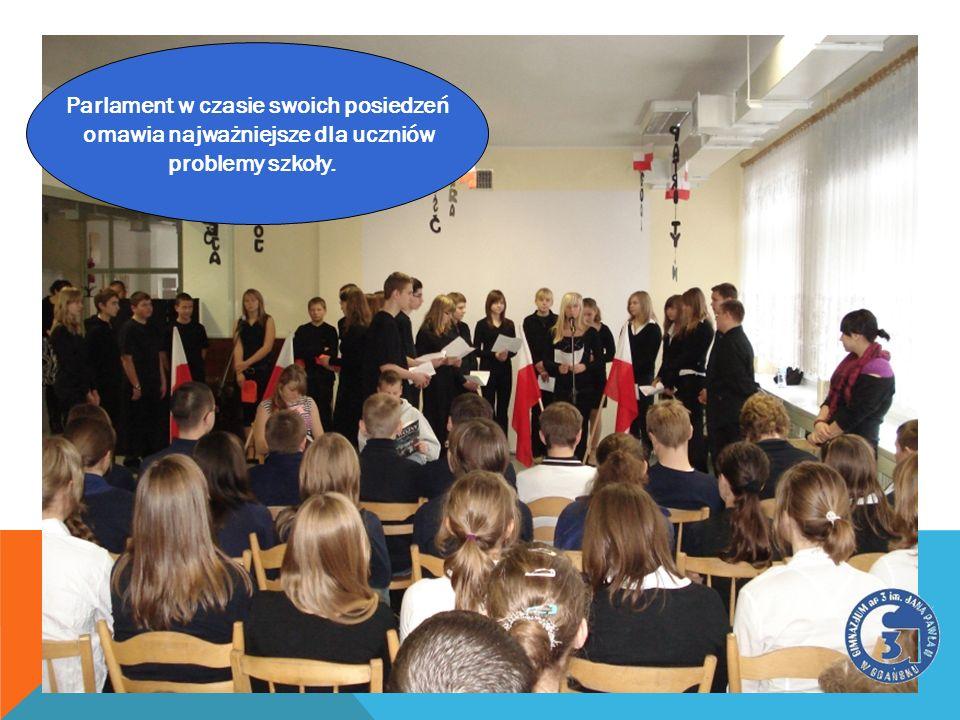 Parlament w czasie swoich posiedzeń omawia najważniejsze dla uczniów