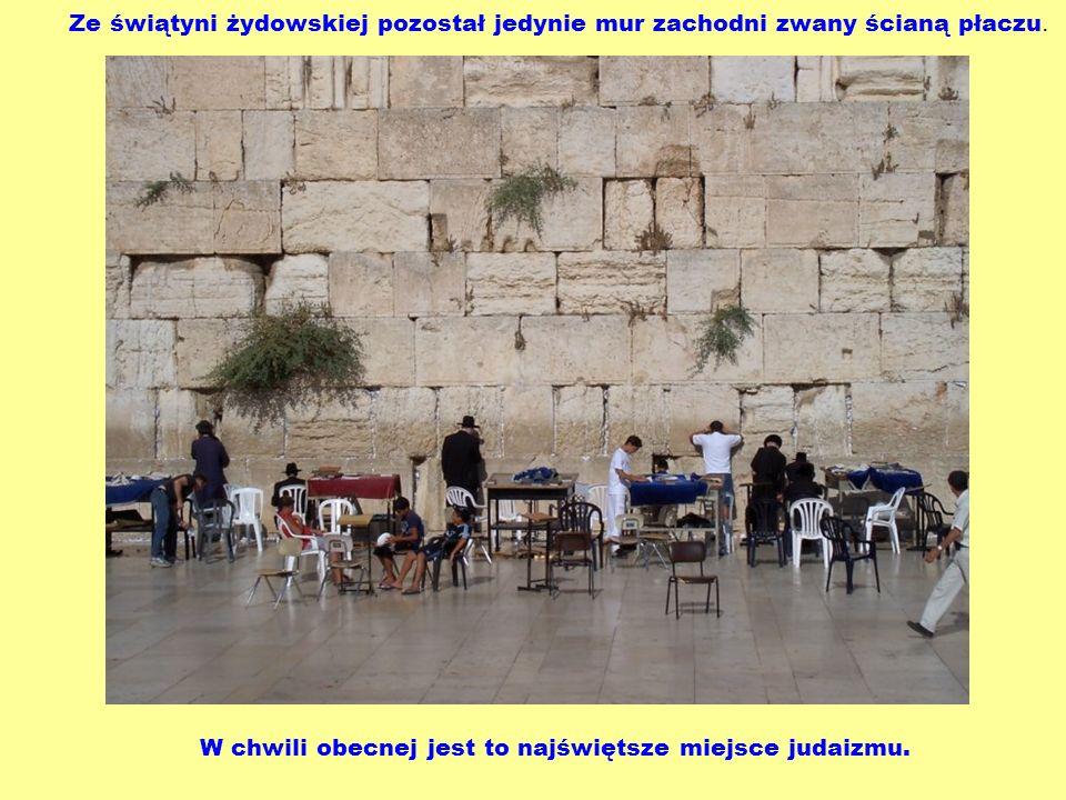 Ze świątyni żydowskiej pozostał jedynie mur zachodni zwany ścianą płaczu.