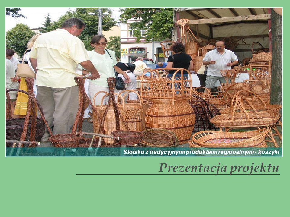 Stoisko z tradycyjnymi produktami regionalnymi - koszyki