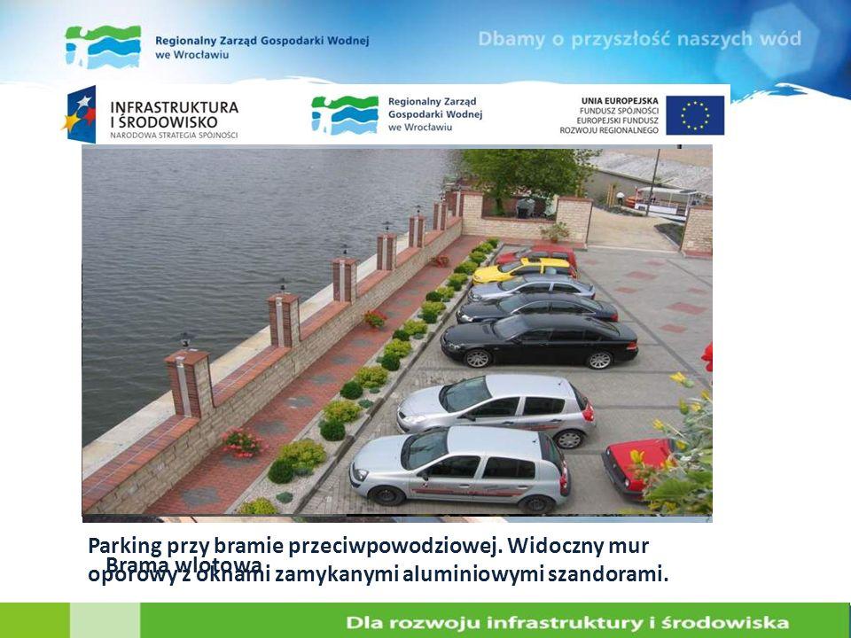 Parking przy bramie przeciwpowodziowej