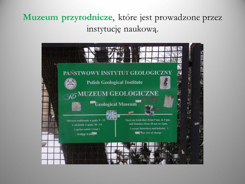 Muzeum przyrodnicze, które jest prowadzone przez instytucję naukową.