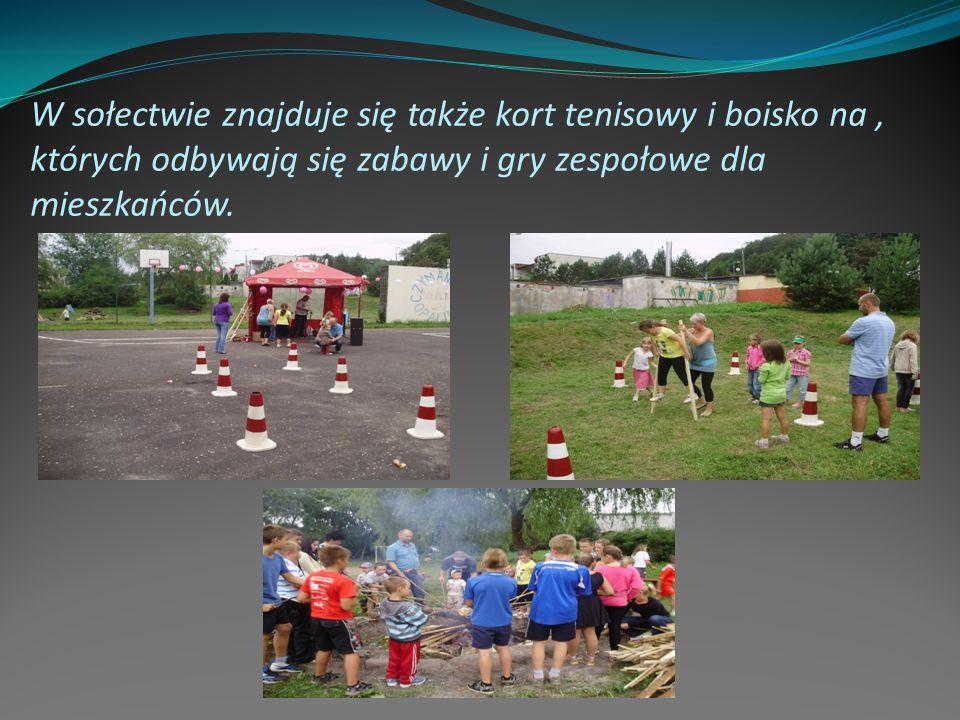 W sołectwie znajduje się także kort tenisowy i boisko na , których odbywają się zabawy i gry zespołowe dla mieszkańców.