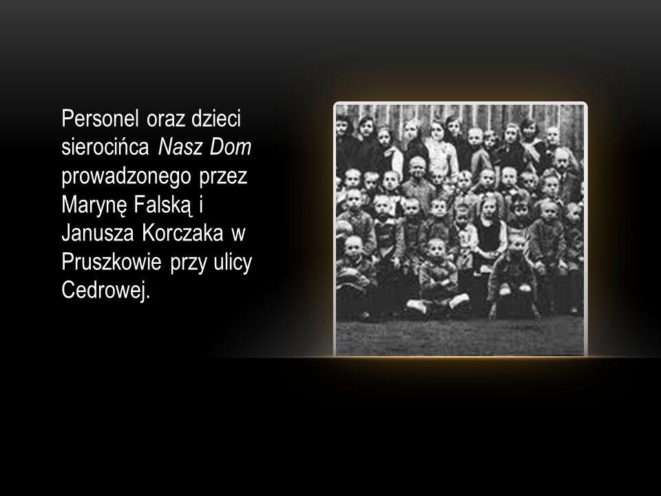 Personel oraz dzieci sierocińca Nasz Dom prowadzonego przez Marynę Falską i Janusza Korczaka w Pruszkowie przy ulicy Cedrowej.