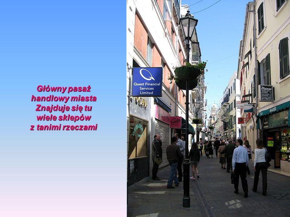 Główny pasaż handlowy miasta Znajduje się tu wiele sklepów z tanimi rzeczami
