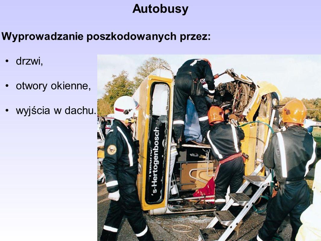 Autobusy Wyprowadzanie poszkodowanych przez: drzwi, otwory okienne,