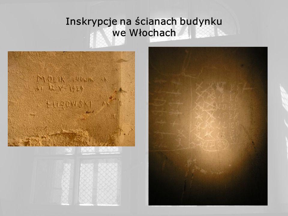 Inskrypcje na ścianach budynku we Włochach