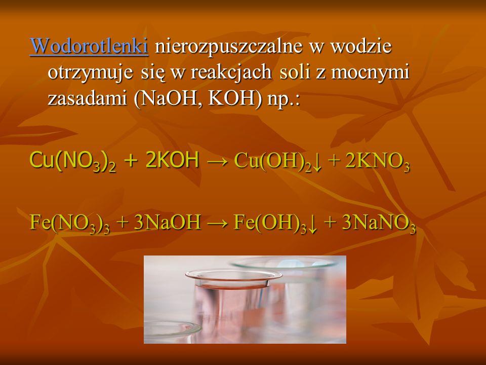 Wodorotlenki nierozpuszczalne w wodzie otrzymuje się w reakcjach soli z mocnymi zasadami (NaOH, KOH) np.: