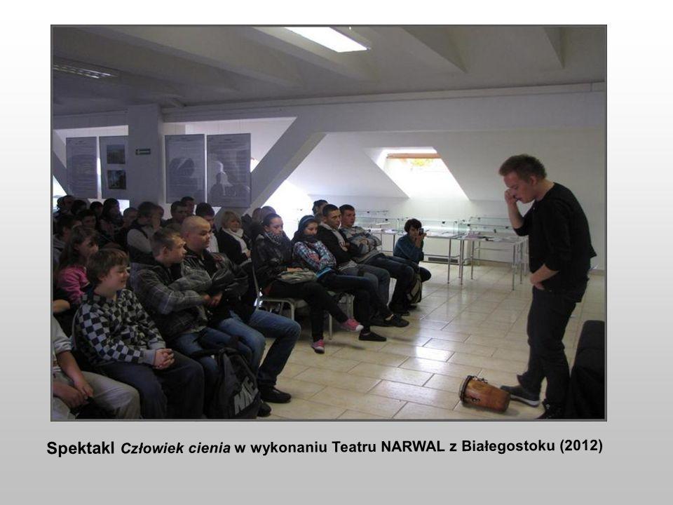 Spektakl Człowiek cienia w wykonaniu Teatru NARWAL z Białegostoku (2012)