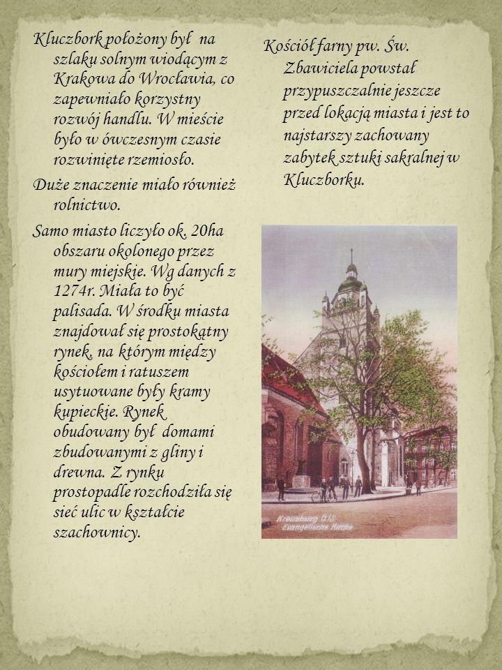 Kluczbork położony był na szlaku solnym wiodącym z Krakowa do Wrocławia, co zapewniało korzystny rozwój handlu. W mieście było w ówczesnym czasie rozwinięte rzemiosło. Duże znaczenie miało również rolnictwo. Samo miasto liczyło ok. 20ha obszaru okolonego przez mury miejskie. Wg danych z 1274r. Miała to być palisada. W środku miasta znajdował się prostokątny rynek, na którym między kościołem i ratuszem usytuowane były kramy kupieckie. Rynek obudowany był domami zbudowanymi z gliny i drewna. Z rynku prostopadle rozchodziła się sieć ulic w kształcie szachownicy.