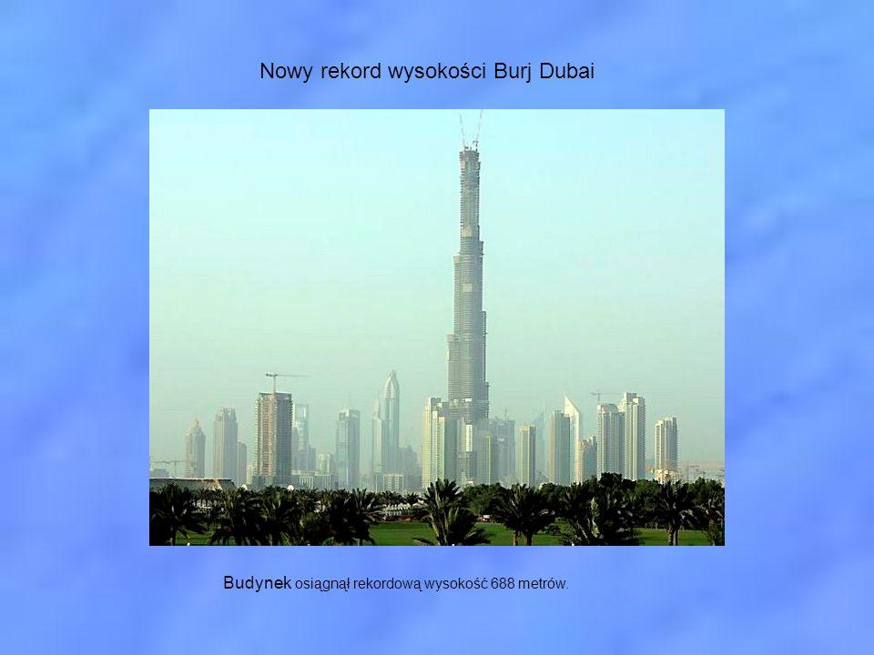 Budynek osiągnął rekordową wysokość 688 metrów.