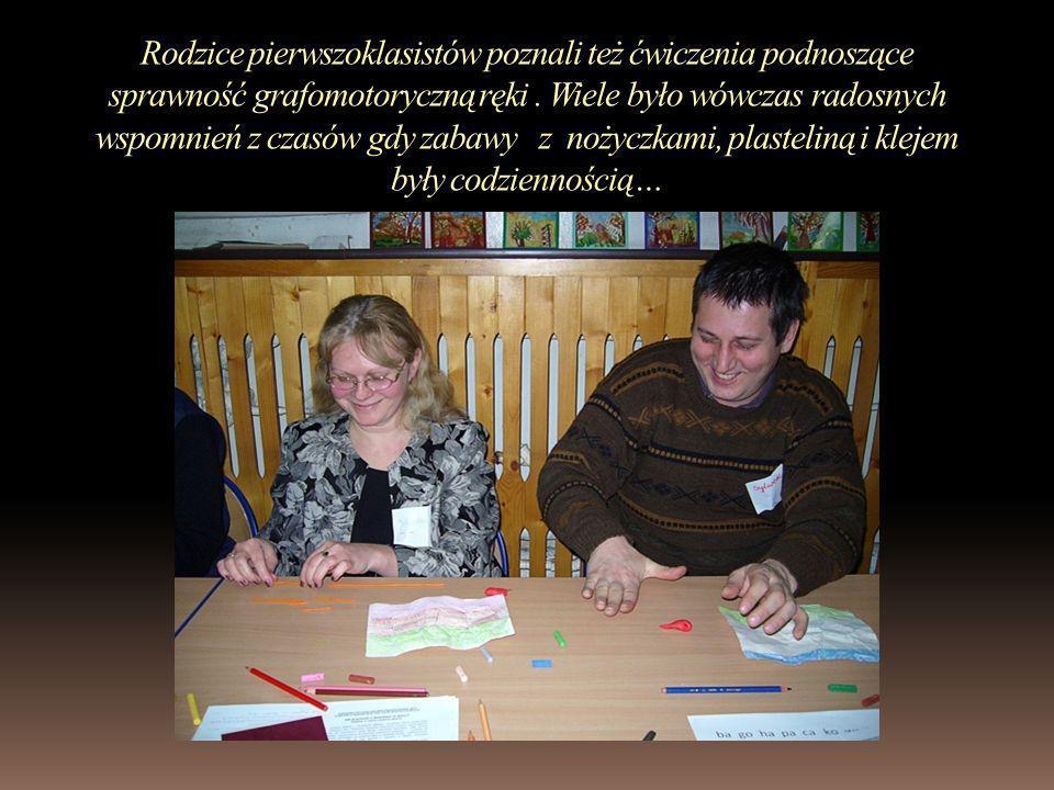 Rodzice pierwszoklasistów poznali też ćwiczenia podnoszące sprawność grafomotoryczną ręki .