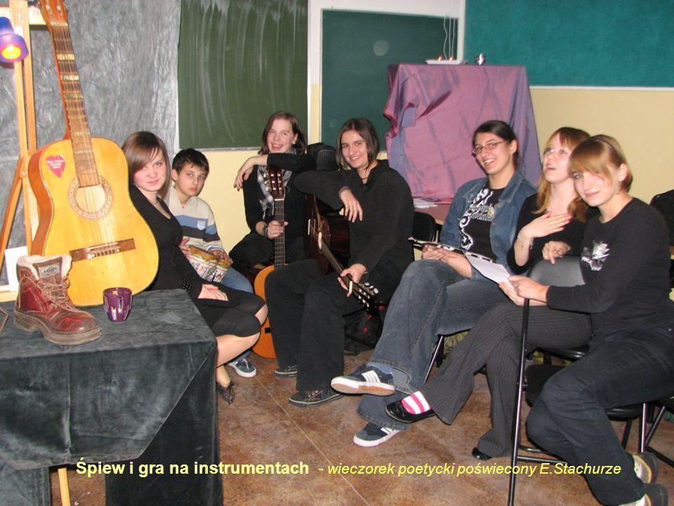 Śpiew i gra na instrumentach - wieczorek poetycki poświecony E