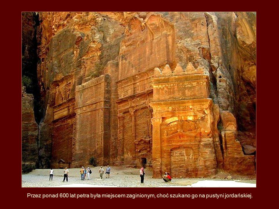 Przez ponad 600 lat petra była miejscem zaginionym, choć szukano go na pustyni jordańskiej.
