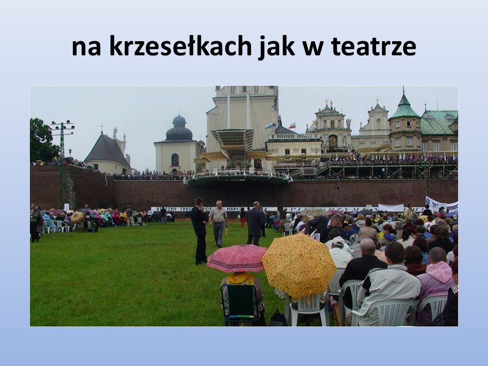 na krzesełkach jak w teatrze