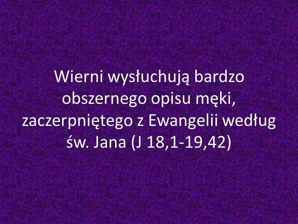 Wierni wysłuchują bardzo obszernego opisu męki, zaczerpniętego z Ewangelii według św.