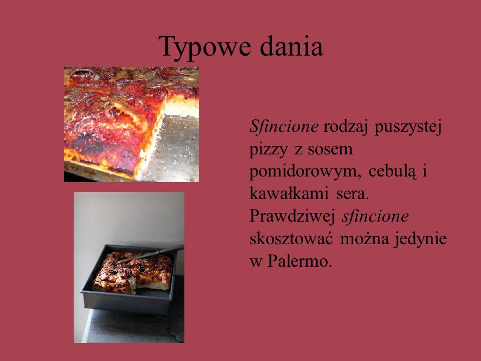 Typowe dania Sfincione rodzaj puszystej pizzy z sosem pomidorowym, cebulą i kawałkami sera.