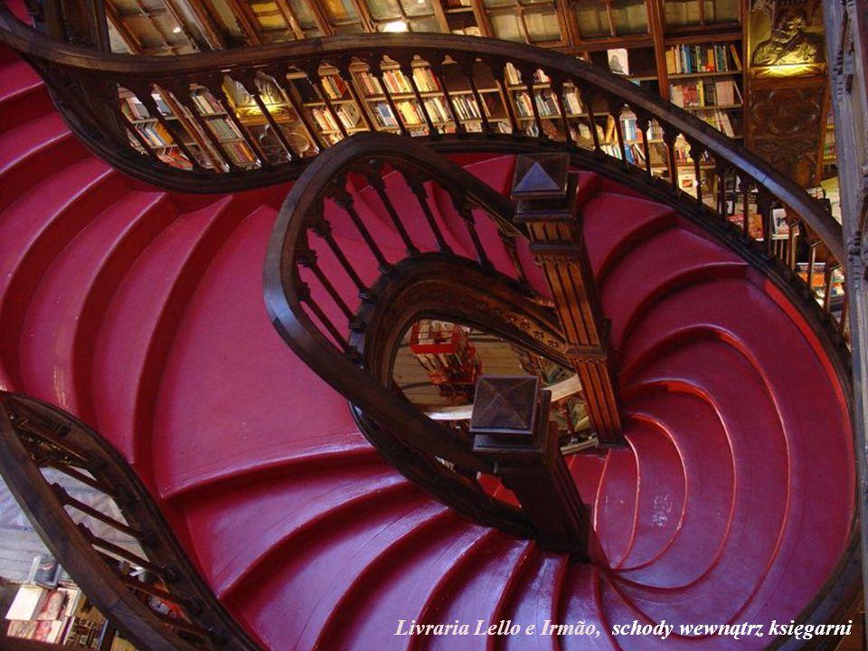 Livraria Lello e Irmão, schody wewnątrz księgarni