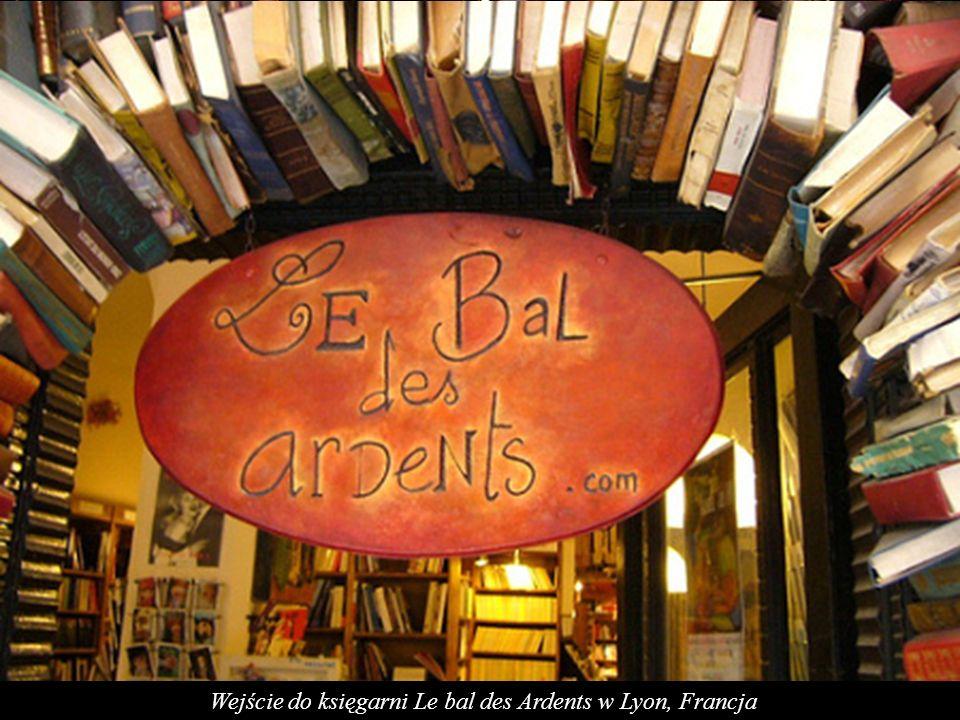 Wejście do księgarni Le bal des Ardents w Lyon, Francja
