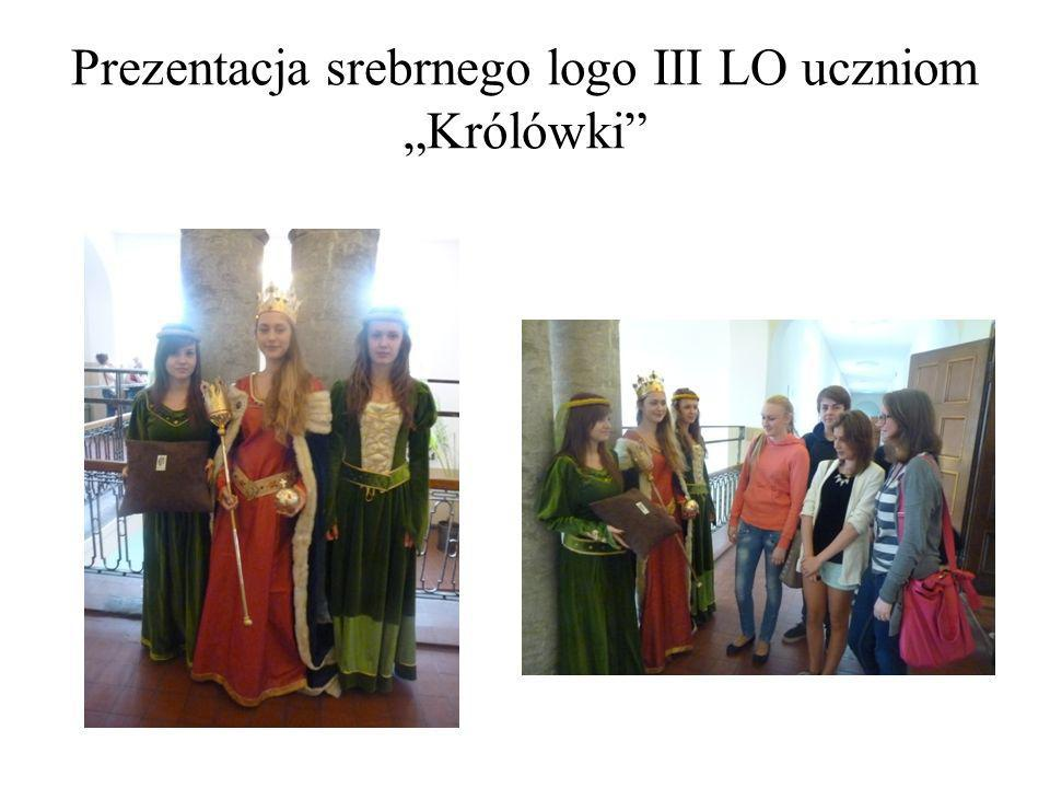 """Prezentacja srebrnego logo III LO uczniom """"Królówki"""