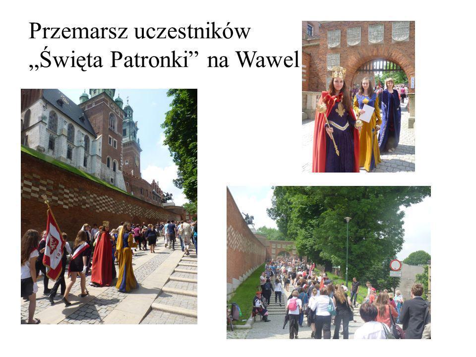 """Przemarsz uczestników """"Święta Patronki na Wawel"""