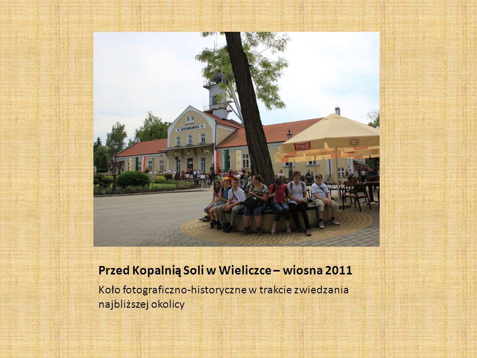 Przed Kopalnią Soli w Wieliczce – wiosna 2011