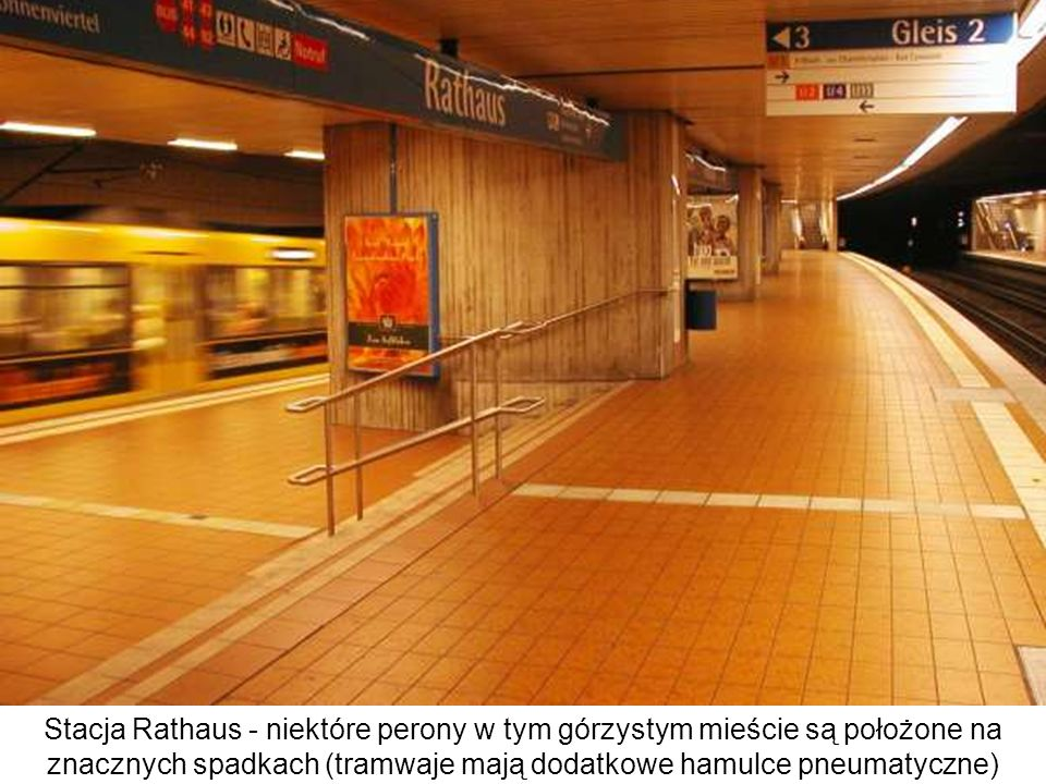 Stacja Rathaus - niektóre perony w tym górzystym mieście są położone na znacznych spadkach (tramwaje mają dodatkowe hamulce pneumatyczne)
