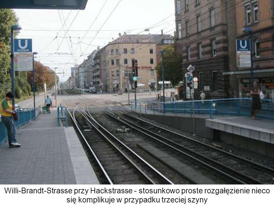Willi-Brandt-Strasse przy Hackstrasse - stosunkowo proste rozgałęzienie nieco się komplikuje w przypadku trzeciej szyny