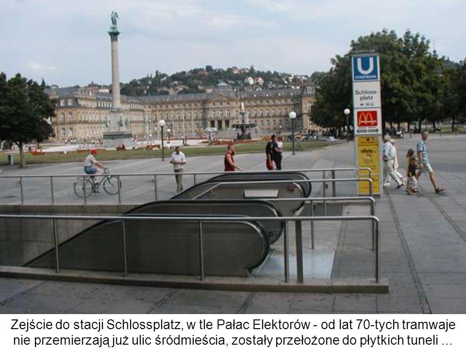 Zejście do stacji Schlossplatz, w tle Pałac Elektorów - od lat 70-tych tramwaje nie przemierzają już ulic śródmieścia, zostały przełożone do płytkich tuneli ...