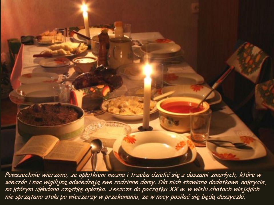 Powszechnie wierzono, że opłatkiem można i trzeba dzielić się z duszami zmarłych, które w wieczór i noc wigilijną odwiedzają swe rodzinne domy.