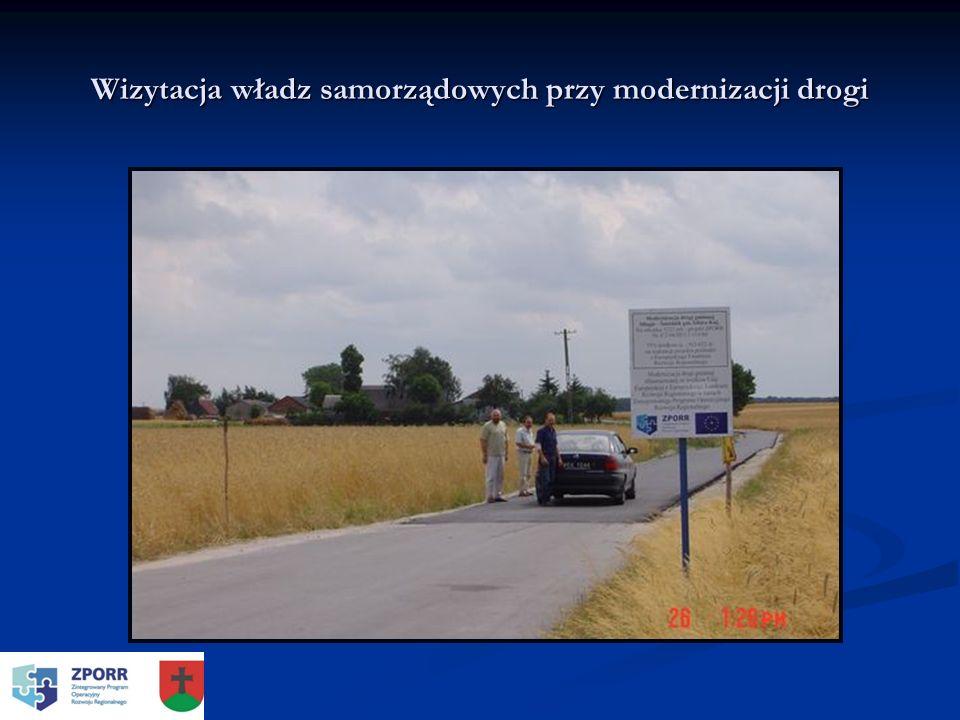 Wizytacja władz samorządowych przy modernizacji drogi